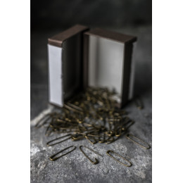 French collarless safety pins